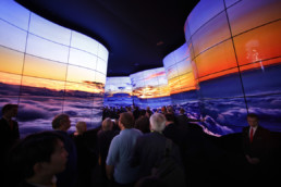 lg-oled-tv-walls-ces-2018-sign-crowd